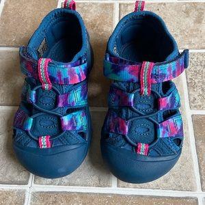Keen sandals boys size 7.